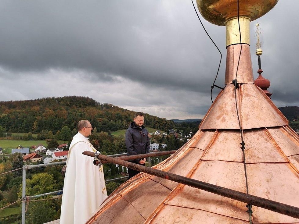 Práce na lucerně Kostela Navštívení Panny Marie v Hejnicích.