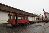 Dvojice přes sto let starých tramvají rozšířila expozici libereckého Technického muzea.