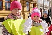Děti ze všech budov mateřských škol ve Frýdlantu i ze Základní školy speciální z Frýdlantu se v úterý loučily se zimou a vítaly jaro.