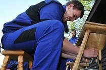 VŠESTRANNÉ DOVEDNOSTI museli při zemědělské olympiádě ve Frýdlantu prokázat členové deseti studentských týmů.