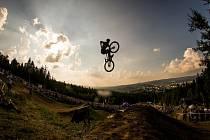 Finále závodu světové série horských kol ve fourcrossu JBC 4X Revelations proběhlo 14. července v bike parku Dobrý Voda v Jablonci nad Nisou. Na snímku je doprovodný závod Revelations Big Air - MTB freestyle.