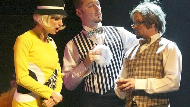 ZPÍVÁNÍ V DEŠTI nakonec Divadlo F. X. Šaldy uvede poprvé tento pátek od 19 hodin. Představení už je vyprodané.