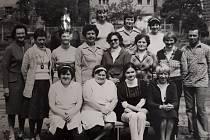 V dalším díle seriálu Jak jsme žili se podíváme do historie Základní školy Harcov v Liberci. Na snímku zaměstnanci a vedení školy v roce 1981.