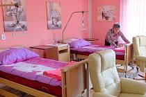 Nové pokoje domova pro seniory Kopretina jsou útulné a světlé. Jeden z nich už má své obyvatelky.