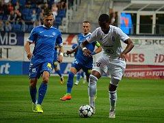 TŘI GÓLY, TŘI BODY. Liberec (v modrém) zvládl zápas v Boleslavi výborně.