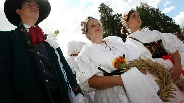 Tradiční oslavy ukončení žní v Libereckém kraji proběhly v obcích Sychrov a Radimovice.