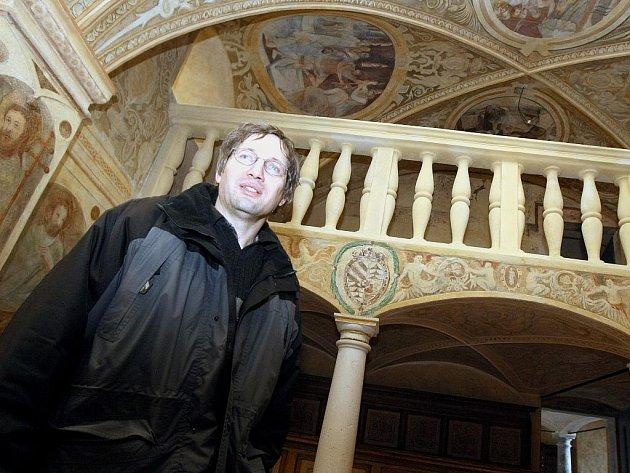RESTAURÁTOŘI strávili roky na opravách unikátní kaple svaté Barbory na Grabštejně. Na snímku kastelán Jan Sedlák.