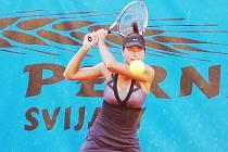 DVOJNÁSOBNÉ VÍTĚZSTVÍ. Karolína Stuchlá vyhrála jak dvouhru, tak i čtyřhru.