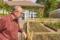 Jak a co lidí pěstovali naši předkové? Odpovědi naleznou návštěvníci liberecké botanické zahrady u výstavní síně. Rustikální zahrádka bude přístupná už v letošní sezóně.
