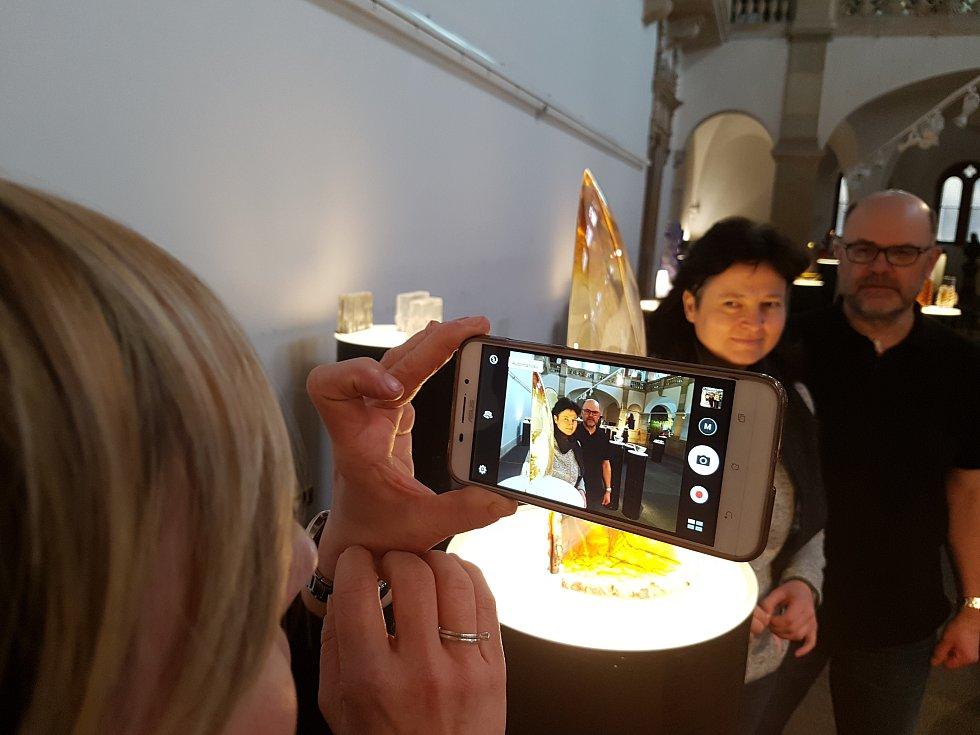 """""""INDRE STULGAITE KRIUKIENE & REMIGIJUS KRIUKAS – LOV OHNĚ"""" oba litevští výtvarníci vystavují v Severočeském muzeu Liberec od 23. 3. do 14. 5. 2017. Snímky z přípravy den před vernisáží."""