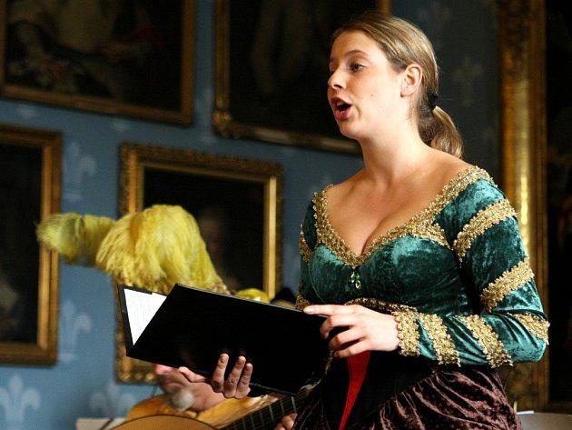 Originální kostým měla na sobě při koncertu Noc s Vivaldim na Sychrově také zpěvačka, sopranistka Markéta Mátlová.