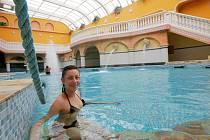 ČASTO PRASKÁ VE ŠVECH. Aquapark patří k nejoblíbenější atrakci libereckého Centra Babylon. Za rok sem přijde až 300 tisíc návštěvníků. Velkou část z nich tvoří cizinci, Poláci a Holanďané.