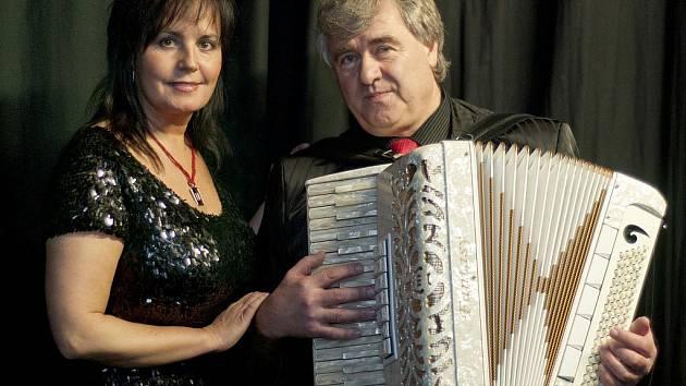 Hudební dvojice Eva a Vašek mají na kontě 42 alb, právě připravují desku swingových předělávek.