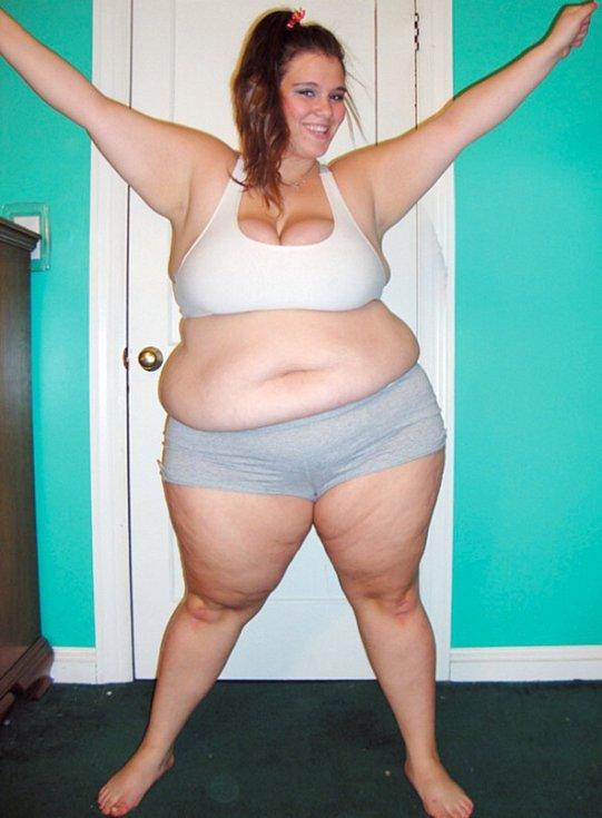 Britt. Teprve 23letá dívka z Kalifornie poslední tři roky fotí své přibírání na váze. Za tu dobu dokázala ztloustnout asi o 50 kilogramů.