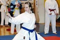 Kristýna Nuderová z Liberce vyhrála v děčíně Funakoshi Open v kata do 14 let.