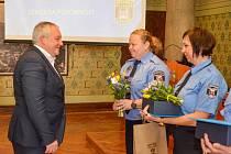 Strážníkům bylo uděleno ocenění za 20 a 25 let služby.