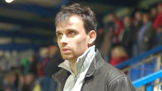 LIBERECKÁ LEGENDA SE VRACÍ. Tomáš Janů sledoval podzimní zápasy jen z tribuny a nestačil se divit.