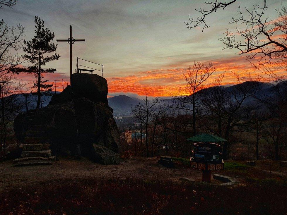 Červenání Jizerek - Poustevníkův kámen