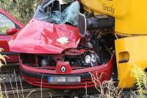 Srážka osobního auta a vlaku v Mníšku.