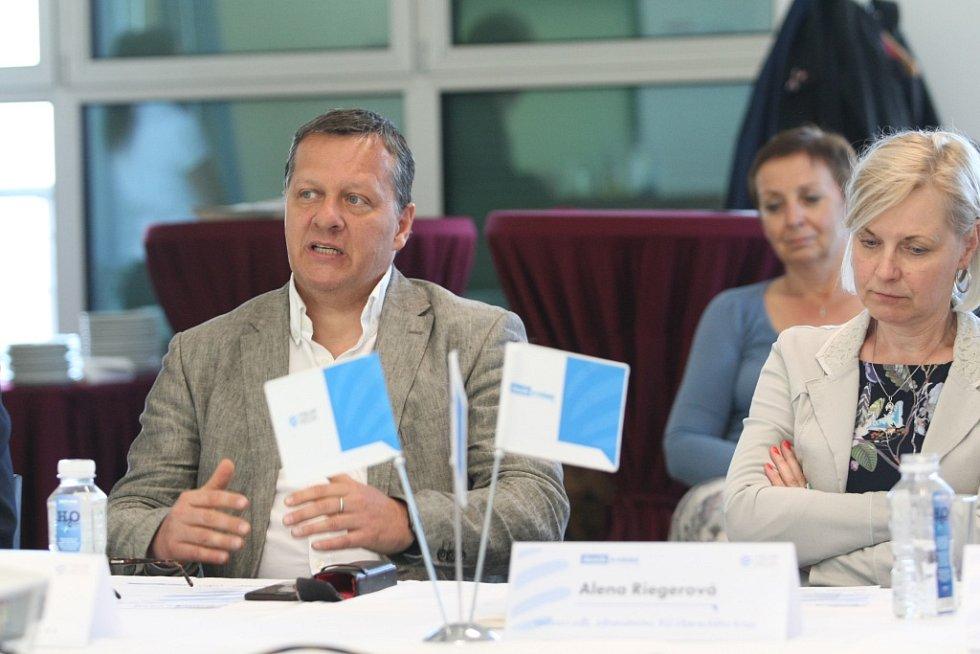 Setkání s hejtmanem Libereckého kraje proběhlo ve středu 24. dubna 2019 v Liberci.