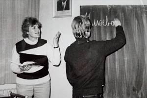 Alena Riedlová při výuce ruského jazyka.