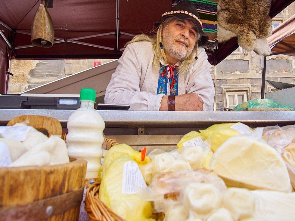 Farmářské trhy v Kostelní ulici.