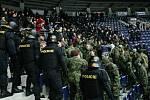 V liberecké Home Credit areně proběhlo cvičení střetu policistů s fanoušky.