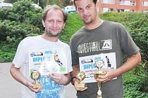 Vlevo brankář Jaroslav Klokočník, vedle něj nejlepší střelec Daniel Stejkoza