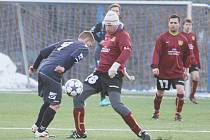 JINDŘICHOVICE DALY VESCI PĚT. Jeden gól vstřelil Vladislav Petrovič (v kulichu) nezadržitelně levačkou.