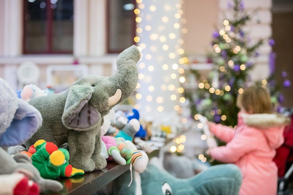 Centrum Amelie poskytující psychosociální pomoc nemocným rakovinou pořádá benefiční prodej slonů.