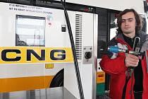 STANICE CNG. V České republice je nyní pouhých 25 veřejných plnicích stanic na CNG, ale v roce 2020 by jich mělo být 350. V Libereckém kraji funguje zatím jen semilská a liberecká (na snímku).