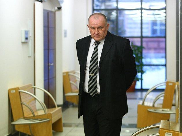 Bývalý policejní ředitel Miroslav Dvořák je opět u soudu.