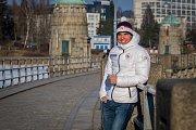 Český reprezentant v biatlonu Michal Krčmář se stříbrnou medailí ze zimních olympijských her v Pchjongčchangu. Snímek je z 1. března.