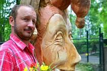 JAN ŠVADLENKA vytvořil během minulého ročníku , jehož tématem byla Pohádka, sochu kašpárka.