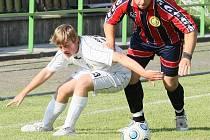 PLICHTA VOJSKA S BULOVKOU.  V utkání béčka VTJ Rapid Liberec (pruhované dresy) s Bulovkou gól nepadl.