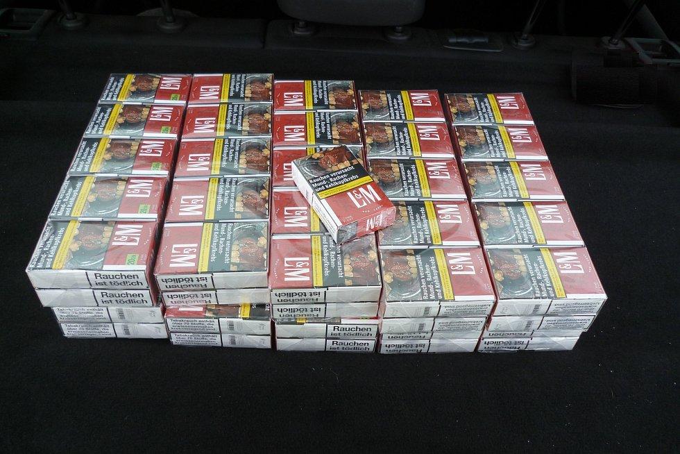 Nelegálně převážené cigarety.