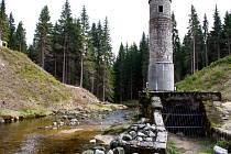 Protržená přehrada v Desné v Jizerských horách.