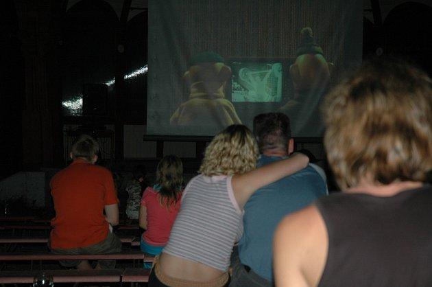 Letní minifestival libereckých Lidových sadů Léto s animovanými filmy (ne)jen pro dospělé.