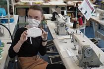 Technická univerzita v Liberci (TUL) ukončila produkci nanomateriálu a roušek pro krajský krizový štáb.