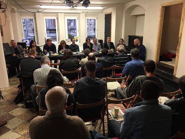 Debata lídrů v Kině Varšava.