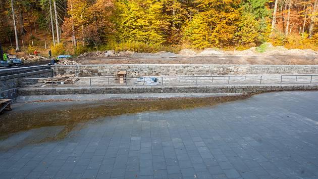 Lesní koupaliště v Liberci zachycené 19. října loňského roku, kdy pokračovaly rekonstrukční práce.