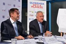 Hejtman Martin Půta a náměstek pro sport Petr Tulpa.