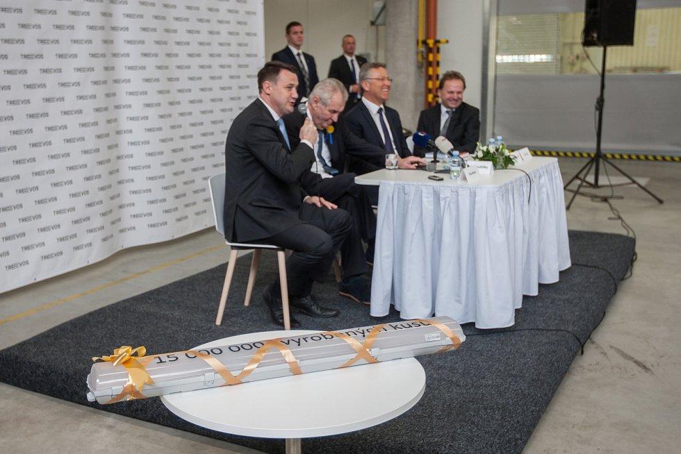 Prezident České republiky Miloš Zeman navštívil 9. května společnost Trevos v Turnově. Na snímku zleva hejtman Martin Půta, prezident Miloš Zeman a výrobní ředitel firmy Jiří Opočenský.