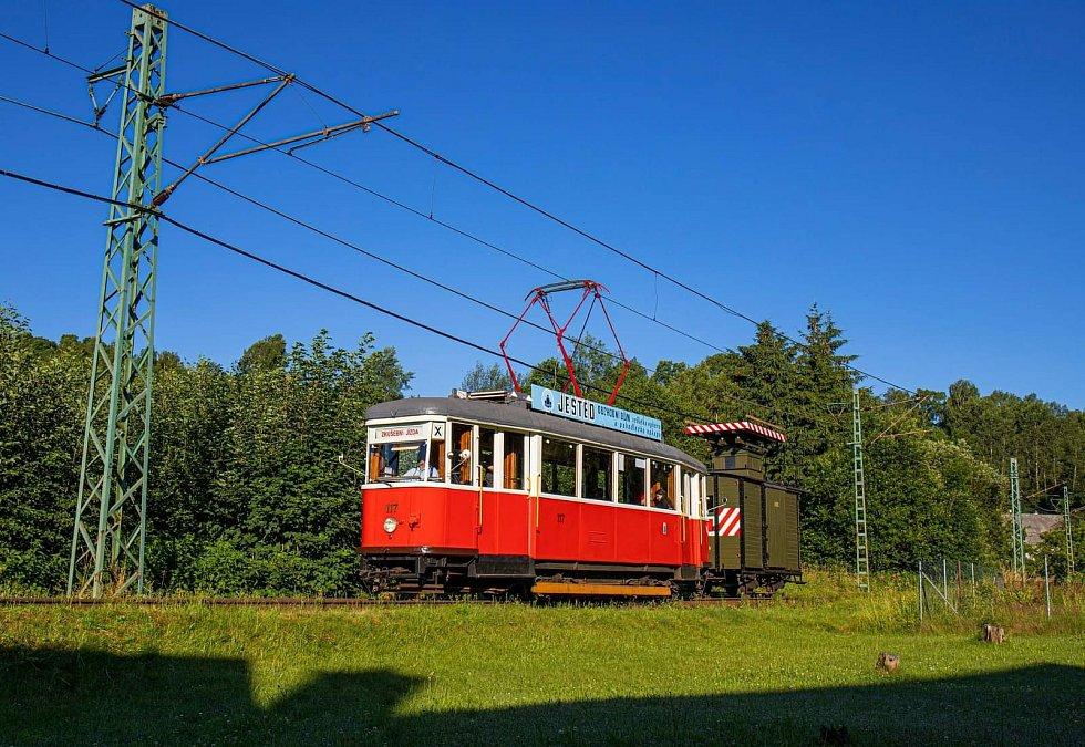 Lidé se mohou o víkendu naposledy projet na jediné úzkorozchodné trati v Česku.
