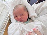 TOBIÁŠ BRZÁK Narodil se 10. května v liberecké porodnici mamince Šárce Konopíkové z Ferdinandova. Vážil 3,30 kg a měřil 50 cm.