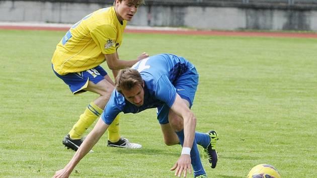 LIBEREC MĚL ROZHODNOUT DO POLOČASU. Teplice ožily ve druhé půli, ale Slovan nakonec vše přežil a zvítězil 2:1. Na snímku je v modrém domácí Denis Frimmel.