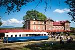 Vlakové nádraží v Martinicích v Krkonoších.