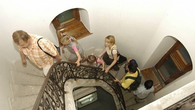 VÝSTUPY NA VĚŽ. Program muzejní noci umožní návštěvníkům navštívit i normálně nedostupná místa.