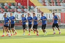 SKVĚLÝ PAŽIT nového stadionu Marina Anastasovici v Giurgiu zažije dnes evropskou premiéru. Domácí Astra se na něm představí úplně poprvé. Včera si ho vyzkoušeli i liberečtí hráči.