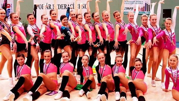 POŠESTÉ NEJLEPŠÍ. Děvčata z klubu Sport Aerobic Liberec byla úspěšná i v anketě Sportovec 2014.